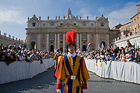 Guardie Svizzere in Piazza San Pietro. Swiss Guards at Saint Peter's Square.