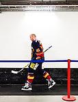 ***BETALBILD***  <br /> Stockholm 2015-09-19 Ishockey SHL Djurg&aring;rdens IF - Skellefte&aring; AIK :  <br /> Djurg&aring;rdens Patrick Thoresen p&aring; v&auml;g till omkl&auml;dningsrummet under matchen mellan  och  <br /> (Foto: Kenta J&ouml;nsson) Nyckelord:  Ishockey Hockey SHL Hovet Johanneshovs Isstadion Djurg&aring;rden DIF Skellefte&aring; SAIK portr&auml;tt portrait