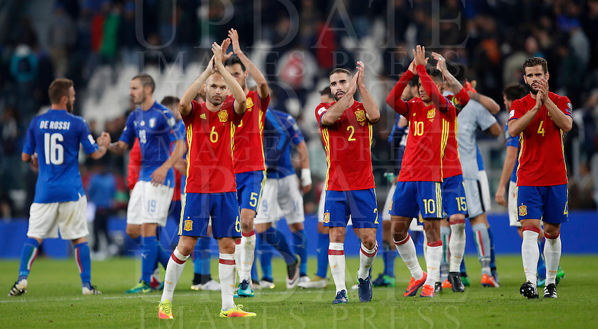 Spain players greet fans at the end of their Fifa World Cup 2018 qualification soccer match against Italy at Turin's Juventus Stadium, October 6, 2016. The game ended 1-1.<br /> UPDATE IMAGES PRESS/Isabella Bonotto