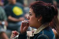 M&eacute;xico DF 21/Diciembre/2015.<br /> Un peque&ntilde;o grupo de j&oacute;venes se dieron cita para fumar Mariguana y realizar el 4-20, en las inmediaciones del Senado de la Rep&uacute;blica.<br /> Dicho acto se dio como una manifestaci&oacute;n pac&iacute;fica en donde hombres y mujeres fumaron mariguana sin que ninguna autoridad les dijera nada, todo esto a ra&iacute;z de que la Primera Sala de la Suprema Corte de Justicia de la Naci&oacute;n (SCJN) aprob&oacute; un amparo que permite el uso de marihuana con fines recreativos a cuatro personas.