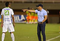 ENVIGADO- COLOMBIA -11-07-2015: Juan F Santa, tecnico de Atletico Huila,  da instrucciones a los jugadores durante partido Envigado FC y Atletico Huila,  por la fecha 12 de la Liga Aguila II 2015, en el estadio Polideportivo Sur de la ciudad de Envigado. /  Juan F Santa, coach of Atletico Huila, gives instructions to the players during a match Envigado FC Atletico Huila, for the date 12 of the Liga Aguila II 2015 at the Polideportivo Sur stadium in Envigado city. Photo: VizzorImage / Leon Monsalve / Cont.