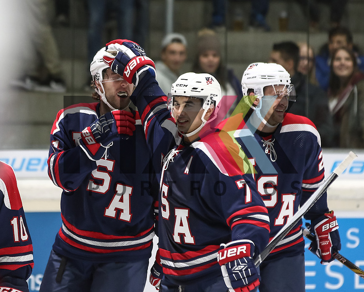 Torjubel USA nach dem 1:0 durch Ben HANOWSKI (li.) von den Augsburger Panthern, mit Tim STAPLETON (7),<br /> <br /> <br /> <br /> Eishockey, Deutschland-Cup 2015, Augsburg, USA vs. Slowakei, 06.11.2015, beim Spiel des D-Cup USA - Slowakei.<br /> <br /> Foto &copy; PIX-Sportfotos *** Foto ist honorarpflichtig! *** Auf Anfrage in hoeherer Qualitaet/Aufloesung. Belegexemplar erbeten. Veroeffentlichung ausschliesslich fuer journalistisch-publizistische Zwecke. For editorial use only.