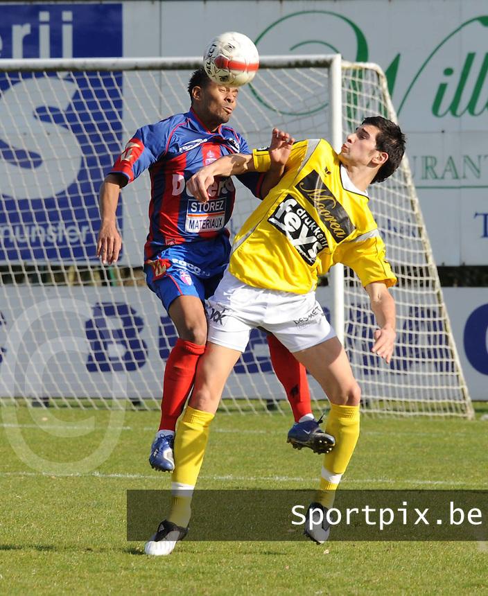 SC Wielsbeke - URS Du Centre..luchtduel tussen Marc Le Part (links) en Quissem Zarti (rechts)..foto David Catry / VDB