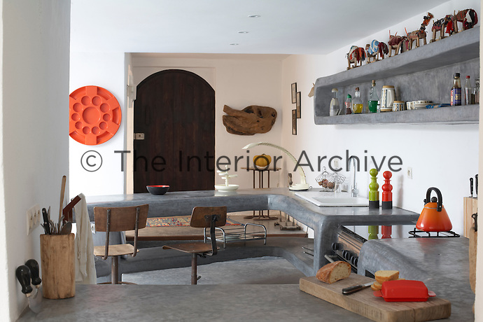 The spacious kitchen has a worktop and shelving moulded from tadelakt plaster
