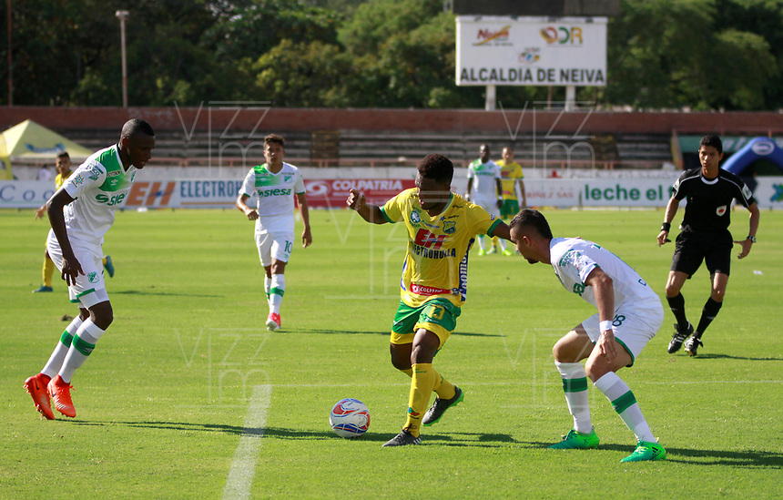 NEIVA, COLOMBIA, 16-07-2017: Atlético Huila y Deportivo Cali en partido por la fecha 2 de la Liga Águila II 2017 jugado en el estadio Guillermo Plazas Alcid de la ciudad de Neiva. / Atletico Huila and Deportivo Cali in match for the date 2 of the Aguila League II 2017 played at Guillermo Plazas Alcid in Neiva city. VizzorImage / Sergio Reyes / Cont