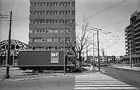 Milano, quartiere Bovisa, periferia nord. Via Cosenz / Durando. Camion BRT corriere espresso --- Milan, Bovisa district, north periphery. Cosenz / Durando street