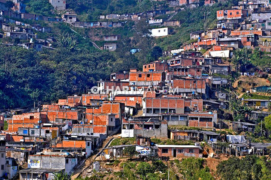 Construção em areas de risco, São Bernardo, São Paulo. 2004. Foto de Juca Martins.