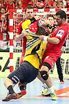 Kein durchkommen f&uuml;r Rhein Neckar Loewe Jannik Kohlbacher (Nr.80)  am Kreis gegen Veszpr&eacute;ms Blaz Blagotinsek (Nr.31) und Veszpr&eacute;ms Iman Jamali (Nr.44) beim Spiel in der Champions League, Telekom Veszprem - Rhein Neckar Loewen.<br /> <br /> Foto &copy; PIX-Sportfotos *** Foto ist honorarpflichtig! *** Auf Anfrage in hoeherer Qualitaet/Aufloesung. Belegexemplar erbeten. Veroeffentlichung ausschliesslich fuer journalistisch-publizistische Zwecke. For editorial use only.