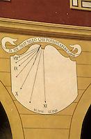 Europe/France/Provence-Alpes-Côtes d'Azur/06/Alpes-Maritimes/Alpes-Maritimes/Arrière Pays Niçois/Sospel : Détail cadran solaire sur la place Saint-Michel