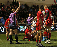 7th February 2020; AJ Bell Stadium, Salford, Lancashire, England; Premiership Cup Rugby, Sale Sharks versus Saracens; Referee Hamish Smales awards the try to Denny Solomona of Sale Sharks