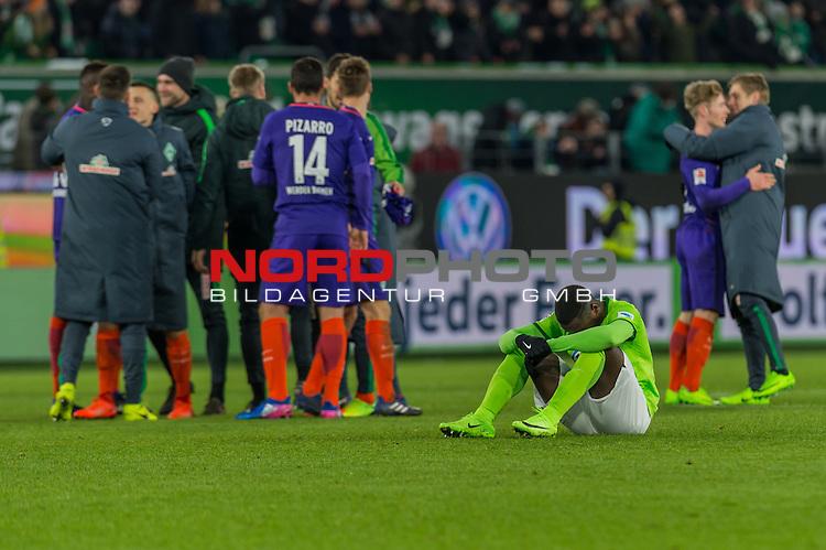24.02.2017, Volkswagen Arena, Wolfsburg, GER, 1.FBL, VfL Wolfsburg vs SV Werder Bremen<br /> <br /> im Bild<br /> Paul-Georges Ntep (VFL Wolfsburg #09) niedergeschlagen / traurig w&auml;hrend die Mannschaft von Werder Bremen den Sieg feiert, <br /> <br /> Foto &copy; nordphoto / Ewert