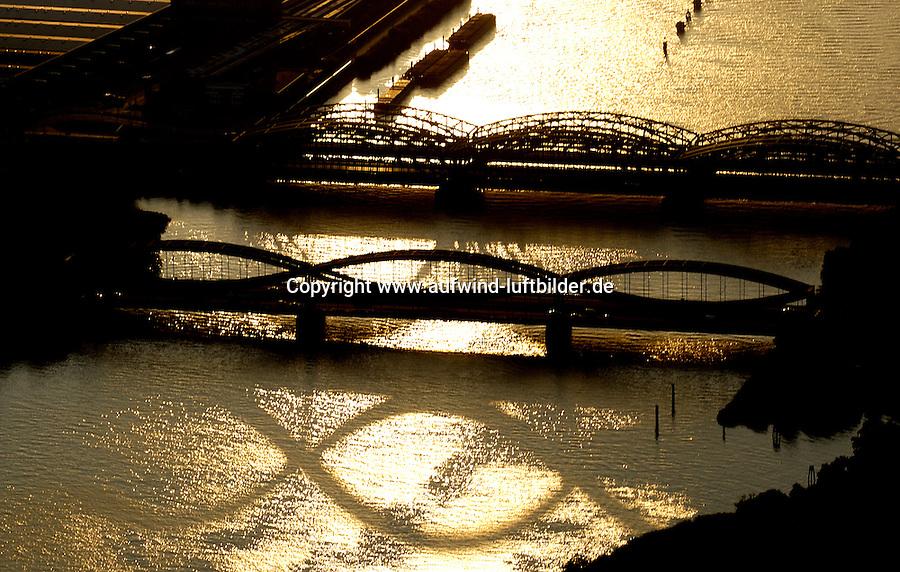 noch ohne Nummer/Elbbruecke:DEUTSCHLAND, HAMBURG, 19.08.2004: Elbbruecke, Elbe, Norderelbbruecke, Neue Elbbruecke, Freihafen Elbbruecke, Veddel, Rothenbursort, Verkehrsweg, Verkehrsader, Strassenbrücke, Stahlbruecke, Freihafen, Zollgrenze, Abendlicht, Spiegelung,  Luftbild, Luftaufnahme,