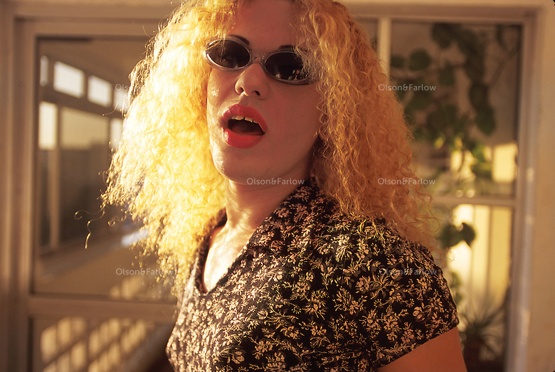 Blonde curls and sunglasses are the look Kiriam Gutierrez (Alexander) loves,  He spent years being a boy until one day when his boss needed a model for fashions, he was asked to put on a dress. He says he never took it off again. Although times have been difficult for gays in Cuba (during the 60s they were arrested and assigned to special prisons to be reprogrammed), things have changed. Alexander is comfortable with her life as a transvestite. She was issued an identification card by the government as a woman.
