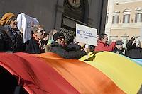 Roma, 11 Dicembre 2012.Piazza Montecitorio.Associazioni pacifiste tra cui Sbilanciamoci e Tavola della Pace manifestano davanti al Parlamento contro il rifinanziamento all'armamento..Una gigantesca bandiera della pace, con i colori dell'arcobaleno