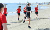 20180302 - LARNACA , CYPRUS : illustration picture shows a Muscular warm up training session on the beach with Belgian physiotherapist Fabienne Van De Steene before a women's soccer game between The Belgian Red Flames and Spain , on friday 2 March 2018 on the CTO Beach in Larnaca , Cyprus . The game will be the second game in group B for Belgium during the Cyprus Womens Cup , a prestigious women soccer tournament as a preparation on the World Cup 2019 qualification duels. PHOTO SPORTPIX.BE | DAVID CATRY
