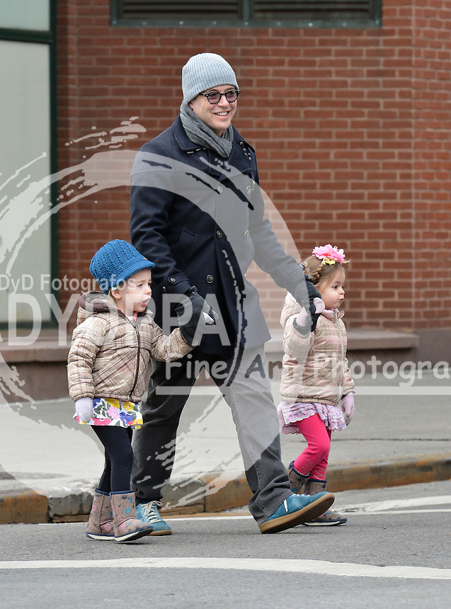 NEW YORK 020713<br /> ************WORLDWIDE RIGHTS **********<br /> PICTURES BY:  JAVIER MATEO/EAGLEPRESS<br /> PLEASE CREDIT ALL USES<br /> ----------------------------------<br /> MATTHEW BRODERICK TAKING THE TWINS MARION AND TABITHA TO THE SCHOOL<br /> ----------------------------------<br /> CONTACT: WWW.EAGLEPRESS.US<br /> +1 917 7100494<br /> photos@eaglepress.us