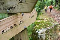 Europe/France/Midi-Pyrénées/46/Lot/Gramat: Sur le Causse de Gramat, Chemin de randonnée dans le canyon de l'Alzou vers le  Moulin du Saut Auto N°: 2008-220  Auto N°: 2008-221  Auto N°: 2008-222