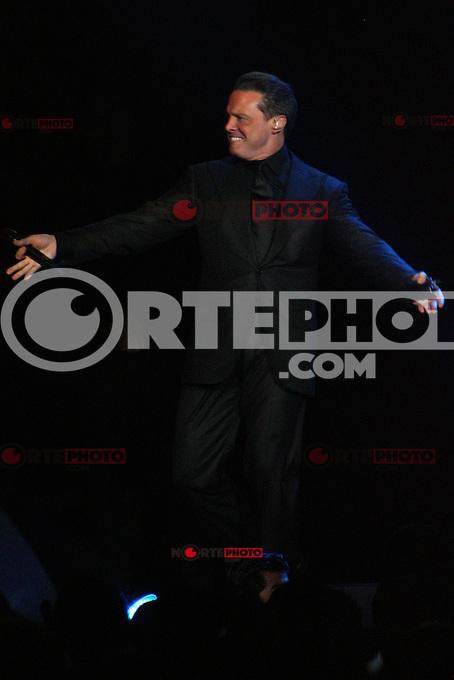 *M&eacute;xico*D.F*MEXICO*25feb2012* .El cantante Luis Miguel, inauguro el nuevo  recinto de espect&aacute;culos &quot;Arena Ciudad de M&eacute;xico&quot;, con capacidad para mas de 22 000 personas, ubicado al norte de la capital mexicana..Photo:*&copy;Francisco*Morales/DAMMPHOTO.COM/NortePhoto**<br /> **CREDITO OBLIGATORIO** <br /> *No*venta*a*terceros*<br /> *No*sale*to*third*