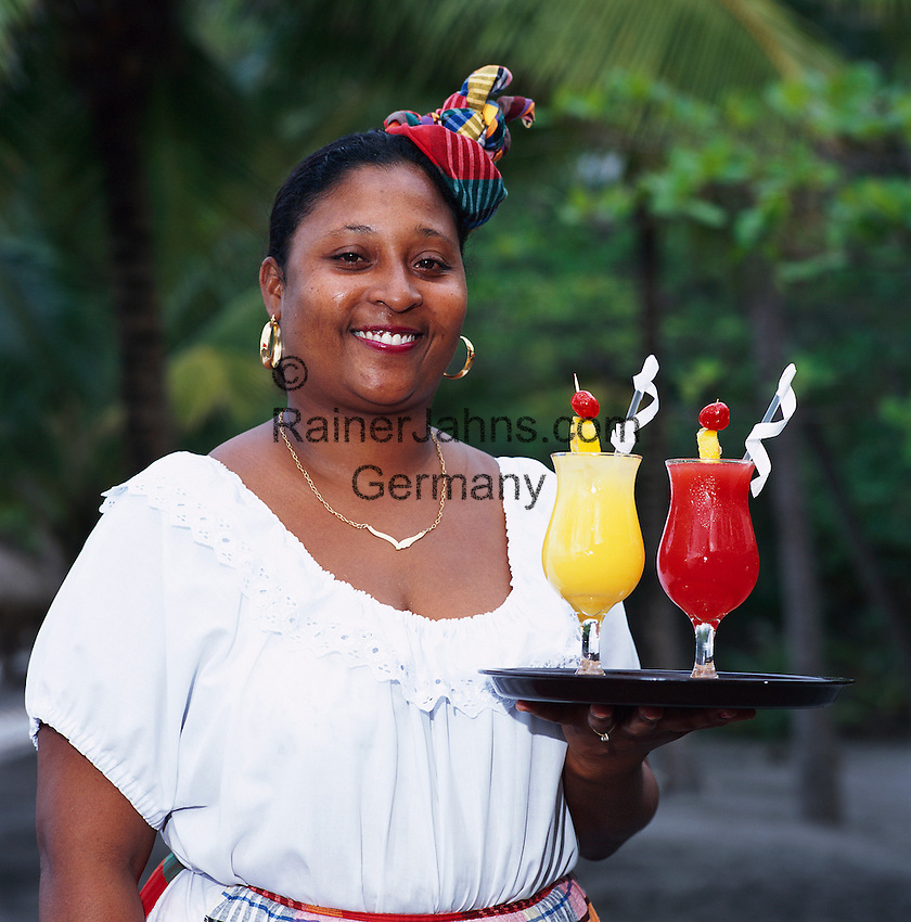 Caribbean, Lesser Antilles, Saint Lucia, Local Waitress with Cocktails | Karibik, Kleine Antillen, Saint Lucia, Einheimische serviert farbige Cocktails