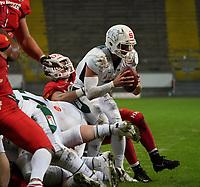 QB Jadrian Clark (Schwäbisch Hall Unicorns) wird gestoppt - 12.10.2019: German Bowl XLI Braunschweig Lions vs. Schwäbisch Hall Unicorns, Commerzbank Arena Frankfurt