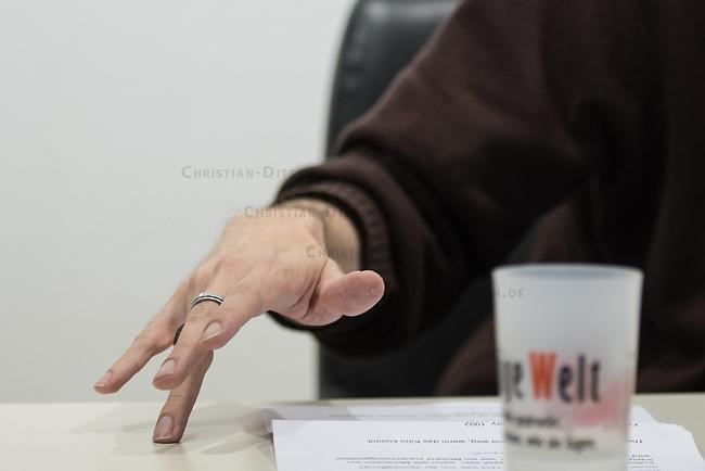 Der Autor und Journalist Dietmar Dath stellte am Samstag den 14. Juni 2014 in der Landegalerie der Tageszeitung &quot;junge Welt&quot; sein Buch Feldevaye vor.<br /> 14.6.2014, Berlin<br /> Copyright: Christian-Ditsch.de<br /> [Inhaltsveraendernde Manipulation des Fotos nur nach ausdruecklicher Genehmigung des Fotografen. Vereinbarungen ueber Abtretung von Persoenlichkeitsrechten/Model Release der abgebildeten Person/Personen liegen nicht vor. NO MODEL RELEASE! Don't publish without copyright Christian-Ditsch.de, Veroeffentlichung nur mit Fotografennennung, sowie gegen Honorar, MwSt. und Beleg. Konto:, I N G - D i B a, IBAN DE58500105175400192269, BIC INGDDEFFXXX, Kontakt: post@christian-ditsch.de]