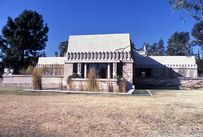 Frank Lloyd Wright: Aline Barnsdall 'Hollyhock House', 1917. Hollywood, CA. Sculptural concrete masses, slightly sloped  with flat roof terraces. Photo March 1982.