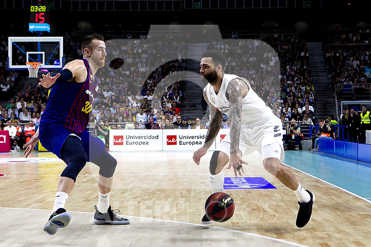 Barcelona's Victor Claver and Real Madrid's Jeffery Taylor during Liga Endesa match between Real Madrid and FC Barcelona Lassa at Wizink Center in Madrid, Spain. March 24, 2019.  (ALTERPHOTOS/Alconada)