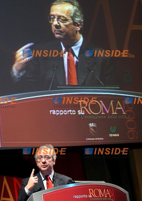 Roma 15 03 2006 Censis:Presentazione del Rapporto su Roma 2006<br /> Nella foto il sindaco di Roma Walter Veltroni <br /> Photo Serena Cremaschi Insidefoto