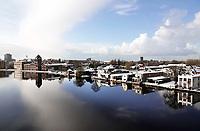 Nederland - Zaandam - december 2017.   Winter in Zaandam. Rivier de Zaan. Links de oude Verkade fabriek. Foto Berlinda van Dam / Hollandse Hoogte