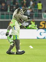 VFL Wolfsburg Maskottchen Woelfi,<br /> VFL WOLFSBURG - TSG 1899 HOFFENHEIM 1-1<br /> Football 1. Bundesliga , Wolfsburg,22.10.2017, 9. match day,  2017/2018, 1.Liga, 1.Bundesliga<br />  *** Local Caption *** © pixathlon<br /> Contact: +49-40-22 63 02 60 , info@pixathlon.de