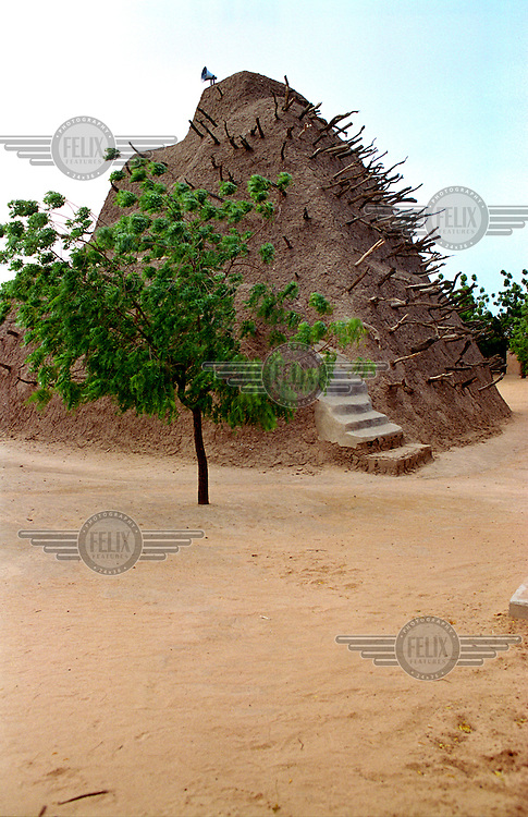 ©Crispin Hughes/Panos Pictures..MALI Gao 2003..A traditional mud mosque...
