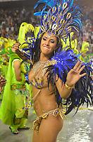 SAO PAULO, SP, 10 FEVEREIRO 2013 - CARNAVAL SP -UNIDOS DO PERUCHE - Madrinha Dani França da escola de samba Unidos do Peruche durante desfile  do Grupo de Acesso no Sambódromo do Anhembi na região norte da capital paulista, neste domingo, 10 FOTO: LEVI BIANCO - BRAZIL PHOTO PRESS