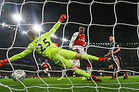 Danny Welbeck of Arsenal scores his side's first goal to make the score 1-0 during the Carabao Cup Quarter Final match between Arsenal and West Ham United at Emirates Stadium on December 19th 2017 in London, England. <br /> Premier League 2017/2018 <br /> Foto Panoramic / Insidefoto