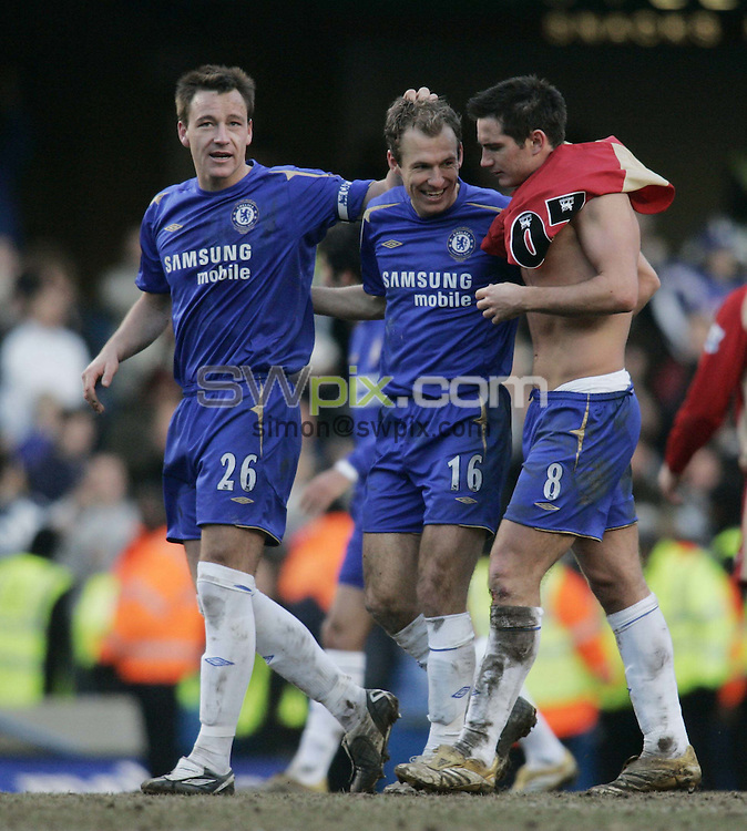 Pix: Rob Matthews/SWpix.com. Soccer. Barclays Premiership. Season 2005/2006. Chelsea v Portsmouth. 25/2/2006...COPYWRIGHT PICTURE>>SIMON WILKINSON>>01943 608782>>..Argen Robben is congratulated by John Terry and Frank Lampard at the end of the game..