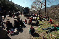 Pictured: Stranded migrants on the hard shoulder in Tempe Thursday 25 February 2016<br />