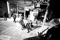 Nusaybin est une ville kurde tr&egrave;s importante. Selon Madame le maire il y 90% de ch&ocirc;mage. La population vit en s'entraidant d'agriculture intra-muros et de commerce informel via la Syrie et l'Irak. 60% de la population vient de l'exode rural.<br /> <br /> Nusaybin is a very important Kurdish city. According to the Mayor there are 90% unemployment. The population lives by helping each other, intramural agriculture and informal trade through Syria and Iraq. 60% of the population are from rural-urban migration.
