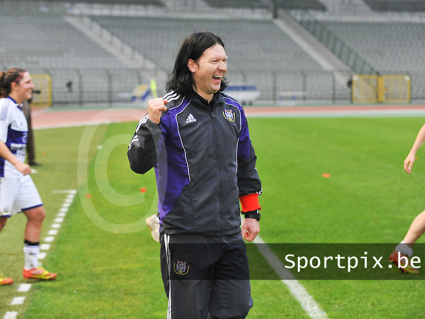 RSC Anderlecht Dames - Standard Femina de Liege : Coach Filip de Winne blij met de overwinning op de landskampioen.foto DAVID CATRY / Vrouwenteam.be