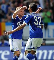 FUSSBALL   1. BUNDESLIGA   SAISON 2011/2012   33. SPIELTAG FC Schalke 04 - Hertha BSC Berlin                         28.04.2012 Klaas Jan Huntelaar (li) und Joel Matip (re, beide FC Schalke 04) bejubeln das Tor zum 1:0