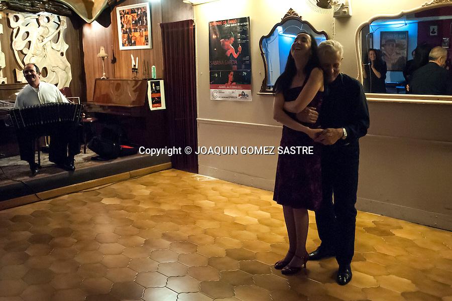 A couple dancing a tango bandoneon pace of Orlando di Bello in the association Friends of tango<br />  PHOTO &copy; JOAQUIN GOMEZ  SASTRE