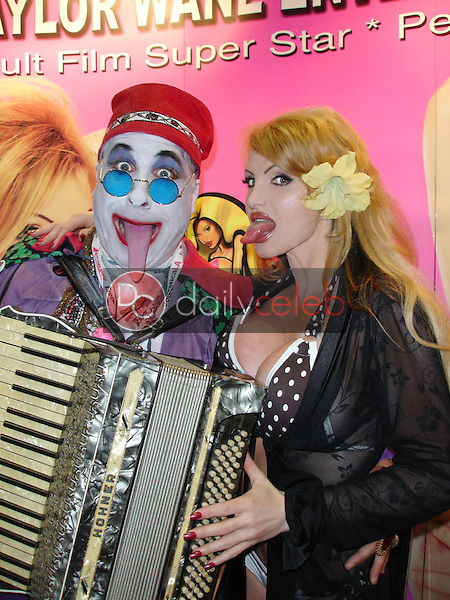 Count Smokula and Taylor Wane<br /> At the 2005 Erotica LA Convention Day 2, Los Angeles Convention Center, Los Angeles, CA 06-12-05<br /> David Edwards/DailyCeleb.com 818-249-4998