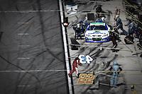 Casey Mears, pit stop, Daytona 500, NASCAR Sprint Cup Series, Daytona International Speedway, Daytona Beach, FL