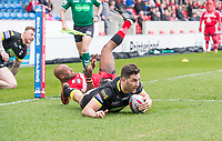 Picture by Allan McKenzie/SWpix.com - 07/04/2018 - Rugby League - Betfred Super League - Salford Red Devils v Warrington Wolves - AJ Bell Stadium, Salford, England - Salford's Robert Lui is unable to prevent Warrington's Toby King from scoring a try.