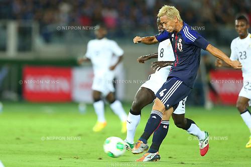 Keisuke Honda (JPN), Yusif Raman Chibsah (GHA),<br /> SEPTEMBER 10, 2013 - Football / Soccer :<br /> Kirin Challenge Cup 2013 match between Japan 3-1 Ghana at Nissan Stadium in Kanagawa, Japan. (Photo by Kenzaburo Matsuoka/AFLO)