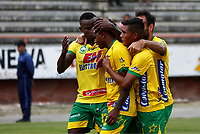 NEIVA - COLOMBIA, 02-09-2017: Edison Palomino jugador de Atlético Huila celebra con sus compañeros después de anotar un gol a Jaguares FC por la fecha 11 de la Liga Águila II 2017 jugado en el estadio Guillermo Plazas Alcid de la ciudad de Neiva. / Edison Palomino player of Atletico Huila celebrates with his teammates after scoring a goal to Jaguares FC during match valid for the date 11 of the Aguila League II 2017 played at Guillermo Plazas Alcid in Neiva city. VizzorImage / Sergio Reyes / Cont
