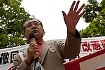 Lawyer, Syunkichi Takyama of the Society for Constitution and Human Rights in Japan Federation of Bar Associations speaks  in Yoyogi Park during a protest rally organised by left wing groups and Doro Chiba Union. Tokyo, Japan Sunday June 14th 2009