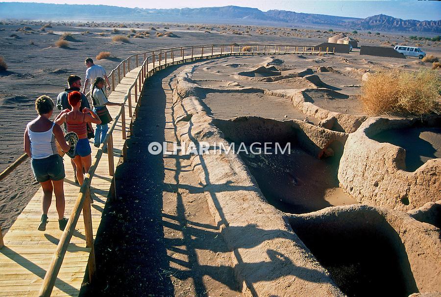 Sítio arqueológico no Deserto do Atacama. Chile. 1998. Foto de Vinícius Romanini.