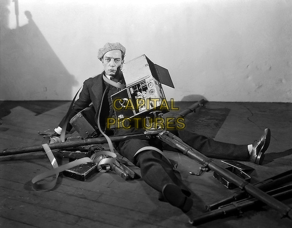 Buster Keaton  .in The Cameraman (1928).*Filmstill - Editorial Use Only*.CAP/PLF.Supplied by Capital Pictures.
