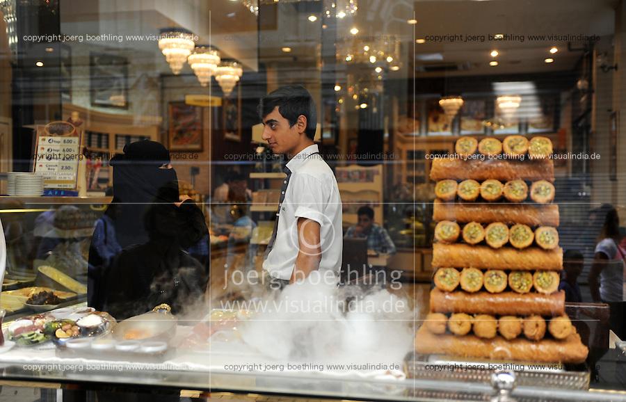 TURKEY Istanbul, turkish restaurant at İstiklal Caddesi  / TUERKEI Istanbul, tuerkisches Restaurant in der İstiklal Caddesi, Unabhaengigkeitsstrasse