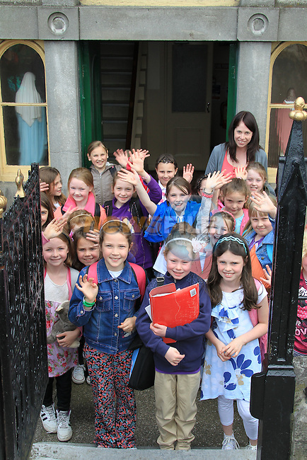 students from Scoil Mhuire na Fatima on the Dublin road saying good bye to the old school as they will be moving into there new school in September..Picture Fran Caffrey www.newsfile.ie
