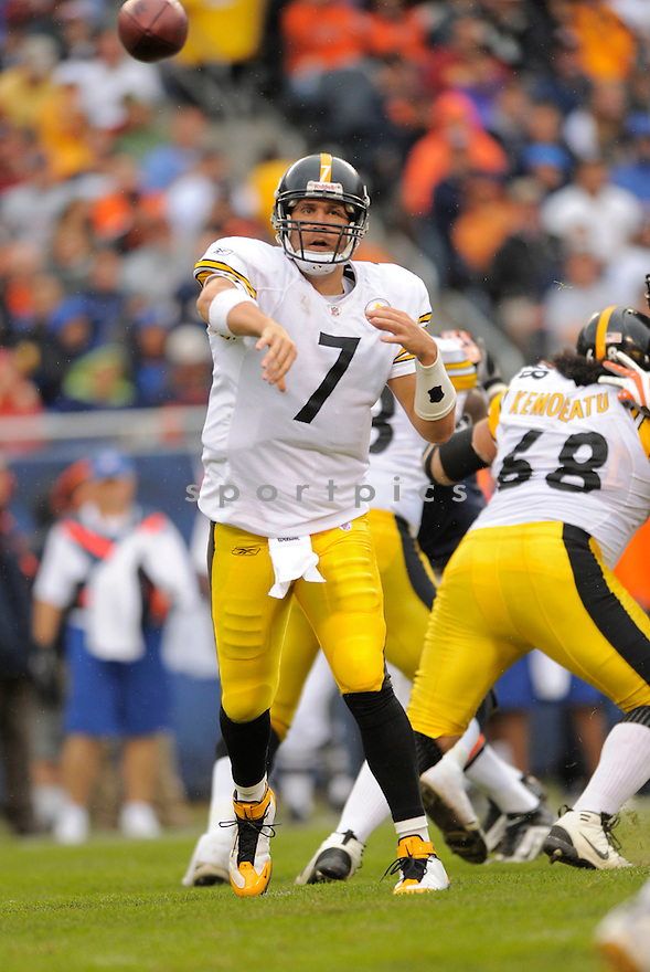 BEN ROETHLISBERGER,of the Pittsburgh Steelers , in action during the Steelers  game against the Chicago Bears on September 20, 2009 in Chicago, IL.  The Bears beat the Steelers 14-7.